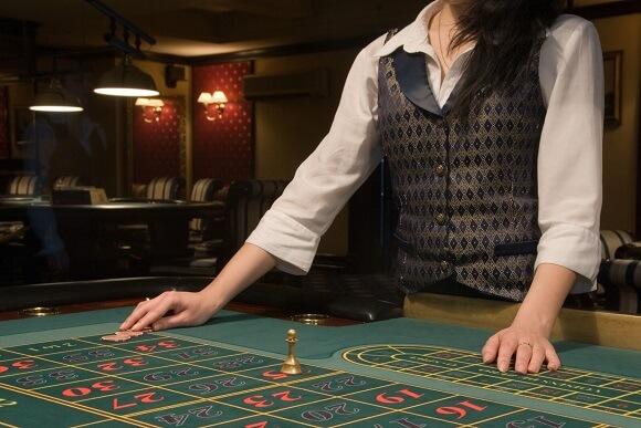 Hvad tjener en casino dealer